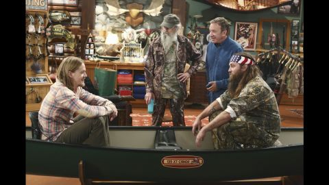 """Willie and Si guest-star in the season premiere of the ABC show """"Last Man Standing"""" in 2013."""