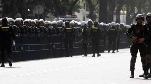 Military police officers stand guard near Cambodia Prime Minister Hun Sen's residence in Phnom Penh on December 29, 2013.