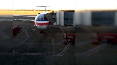 dnt ar plane makes emergency landing_00000922.jpg