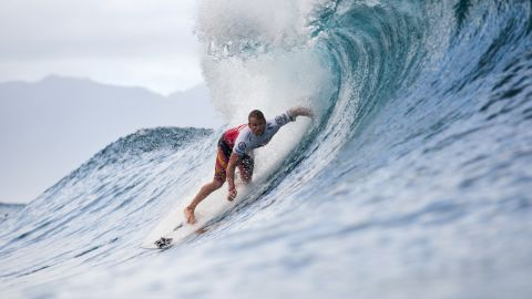 NORTH SHORE, HI - DECEMBER 09:  Damien Hobgood of the United States advanced into Round 5 of the Billabong Pipe Masters in Memory of Andy Irons at Pipeline on December 9, 2012 in North Shore, United States.  (Photo by Kelly Cestari/ASP via Getty Images)