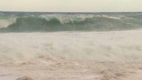 vo waves increasing in strength Hawaii_00001302.jpg