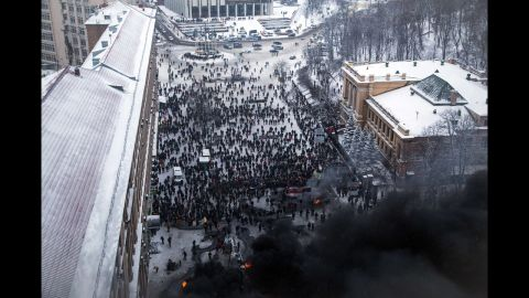 Ukrainian police storm protesters' barricades in Kiev amid violent clashes on January 22.