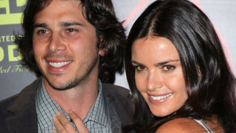 """Ben Flajnik ended up with Courtney Robertson in season 16, in which Robertson was seen as the villain by many fans. The pair split while the show was airing, got engaged after the finale and then split for good in 2012. In 2013 <a href=""""http://www.usmagazine.com/celebrity-news/news/ben-flajnik-im-not-dating-kris-jenner-seeing-a-super-great-new-gal-20131010"""" target=""""_blank"""" target=""""_blank"""">Flajnik denied rumors </a>that he was dating then recently separated reality show star (and Kardashian clan matriarch) Kris Jenner. Robertson is reportedly forging a career as a model."""