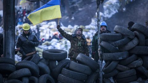 KIEV, UKRAINE - JANUARY 27: Anti-government protestors look towards police lines from a wall of tyres on Grushevskogo Street on January 27, 2014 in Kiev, Ukraine. Unrest is spreading across Ukraine, with activists taking over municipal buildings in several towns and cities including the east of the country where President Viktor Yanukovych has enjoyed strong support. (Photo by Rob Stothard/Getty Images)