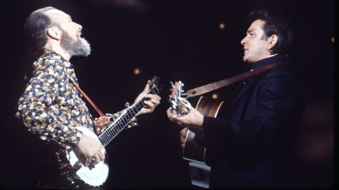 """Seeger appears with Johnny Cash on """"The Johnny Cash Show"""" in 1970."""