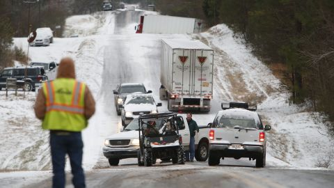 People work to clear stranded vehicles on County Road 25 in Wilsonville, Alabama, on Tuesday, January 28.