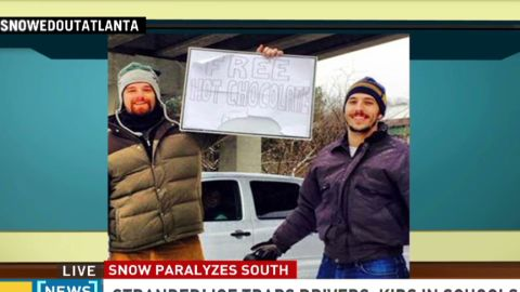 intv atlanta snow storm good samaritans hot chocolate_00031423.jpg