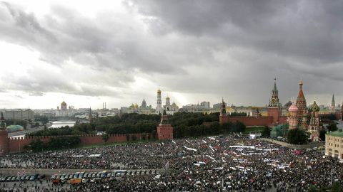"""People take part in a """"Russia-against terrorism"""" mass-meeting next to St Basil's Cathedral, on the Red Square in Moscow, September 7, 2004."""