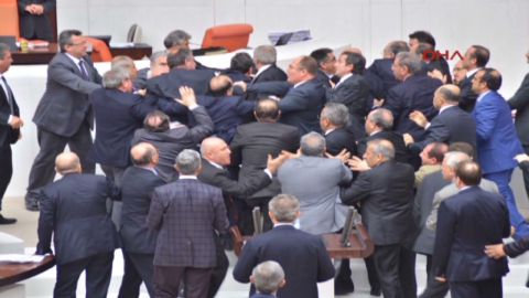 vo turkey parliament brawl_00005223.jpg