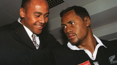 In 1997, Lomu was honored by Madame Tussauds in London, which created a life-size waxwork doll.