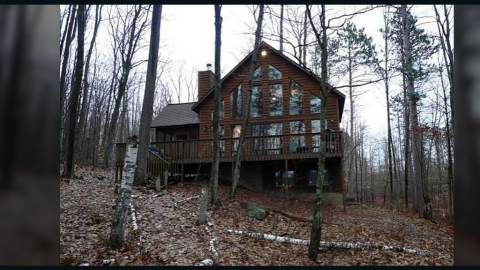 """<a href=""""http://ireport.cnn.com/docs/DOC-1078168"""">Thompson's vacation home </a>is located in Hayward, Wisconsin. He's selling the house for 100 million Dogecoins, or about $135,000."""