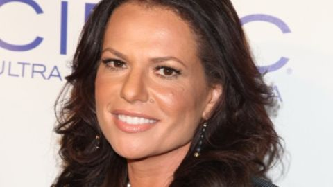 Sanaa Hamri currently lives and does most of her work in Los Angeles.