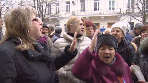 pkg pleitgen ukraine pro russian city worried_00000029.jpg