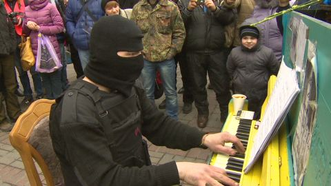 pkg black ukraine piano man_00012614.jpg