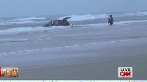 newday dunnan car stuck in ocean_00001622.jpg