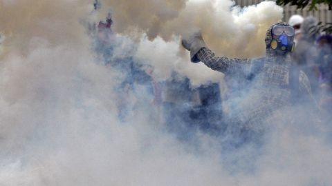 Clashes continue March 15 in Caracas.