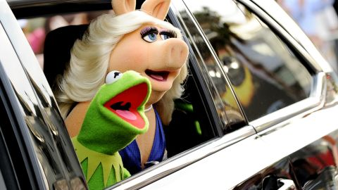 """Longtime loves Kermit the Frog and Miss Piggy <a href=""""https://twitter.com/KermitTheFrog/status/628621309841416192/photo/1"""" target=""""_blank"""" target=""""_blank"""">announced August 4</a> that they had """"made the difficult decision to terminate our romantic relationship."""" If this crazy couple can't make it work, what hope is there?"""