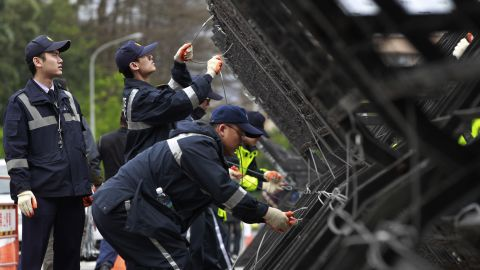 Police install barricades to block protesters from moving toward the Presidential Building in Taipei on March 21.
