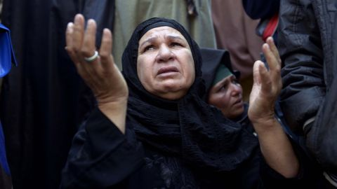 Relatives of supporters of Egyptian ousted Islamist president Mohamed Morsi gather outside the courthouse on March 25, 2014 in the central Egyptian city of Minya, during a session of the trial of some 700 Islamists charged with deadly rioting in an Egypt city.