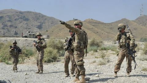 US soldiers gather after a clash between Taliban and Afghan security forces in Torkham on September 2, 2013.
