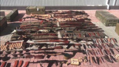 cnni ukraine commando weapons bust _00000422.jpg