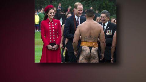 Erin PKG Moos man in thong greets royal couple_00015824.jpg
