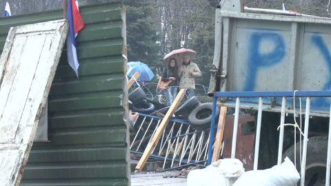 ukraine luhansk standoff paton walsh pkg_00023021.jpg
