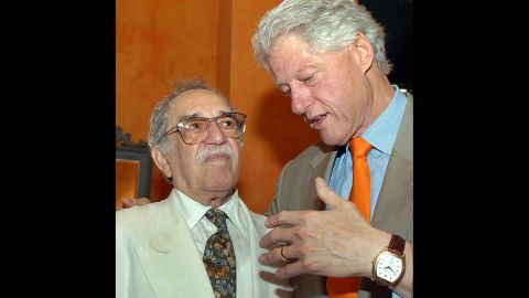 """U.S. President Bill Clinton speaks with García Márquez at the IV International Congress of the Spanish Language in Cartagena, Colombia, in 2007. García Márquez was regularly denied visas by the United States until President Clinton, a fan of """"Solitude,"""" revoked the ban."""