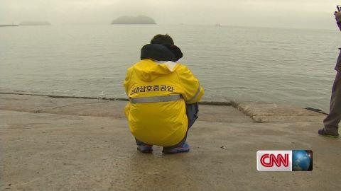 dnt lah ferry families south korea suicide _00003420.jpg