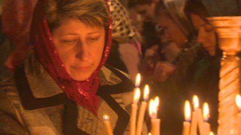 pkg pleitgen ukraine easter prayers_00012025.jpg