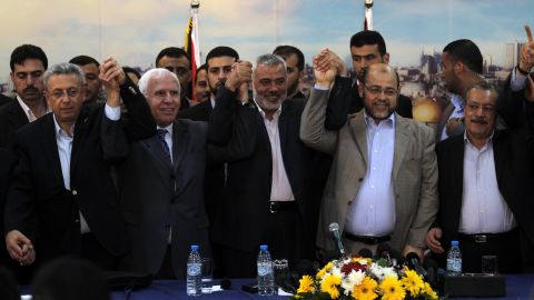 Palestinian, Fatah and Hamas representatives pose for a picture in Gaza on April 23, 2014 after they agreed to form a unity government.