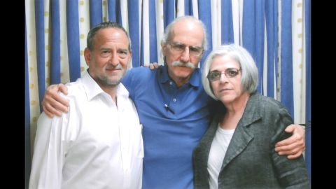 Alan Gross, center, with his wife Judy, left, and attorney Scott Gilbert in 2013.