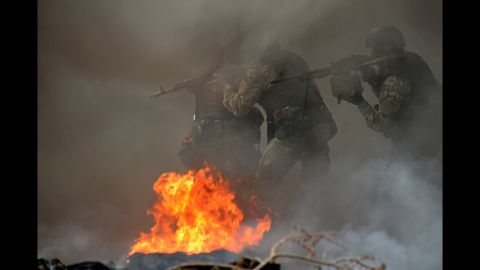 Ukrainian special forces take position at an abandoned roadblock in Slovyansk on April 24.