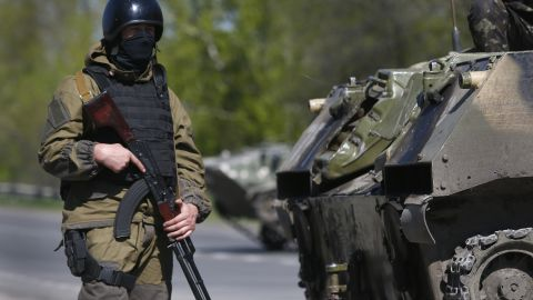 A soldier of the Ukrainian army guards their checkpoint near village of Malinovka, 20 kilometers (12,5 miles) from Slovyansk, eastern Ukraine, Sunday, April 27, 2014.