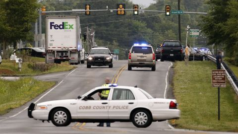 Image #: 29024542    epa04185050 Law enforcement officers respond to a workplace shooting at a FedEx facility in Kennesaw, Georgia, USA, 27 April 2014. At least six people have been shot in the incident according to the the Cobb County Police.  EPA/ERIK S. LESSER /LANDOV