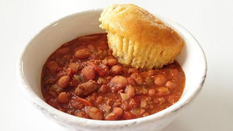 Got a hankering for chili? Try this one with extra-lean ground beef, veggies and home-cooked beans, which clocks in at 216.5 calories per 1 1/2-cup serving.