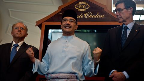 Malaysian Minister of Defence and acting Transport Minister Hishammuddin Hussein (C) brief the media in Kuala Lumpur on May 2, 2014.