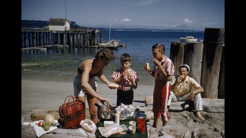 A family enjoys hot dogs on Washington's Puget Sound in 1960.