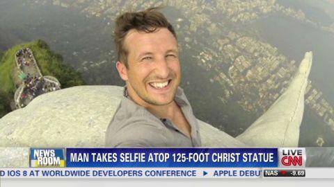 nr intv lee thompson brazil statue selfie_00000020.jpg