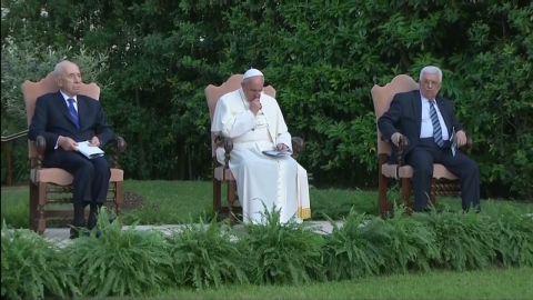 pkg gallagher popes presidents pray_00011313.jpg