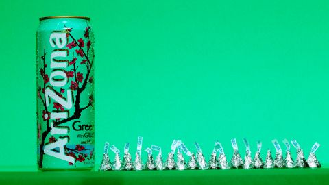 A 23-ounce can of Arizona Green Tea contains<strong> </strong>51 grams of sugar, which is about the same as can be found in 20 Hershey's Kisses. The World Health Organization recently proposed new guidelines that recommend consuming less than 5% of our total daily calories from added sugars. For an adult at a normal body mass index, or BMI, 5% would be around 25 grams of sugar -- or six teaspoons.