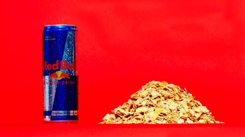 """Three-quarters of a cup of generic-brand frosted flakes contains about 11 grams of sugar. This 16-ounce can of Red Bull has 52 grams of sugar. Red Bull and many of the companies in this gallery offer lower or no-sugar versions of their drinks. """"Nearly half -- 45% -- of all non-alcoholic beverages contain 0% (sugar),"""" said Christopher Gindlesperger, spokesman for the American Beverage Association."""
