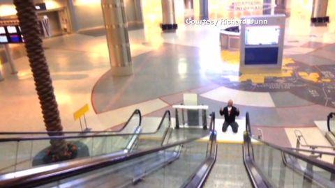 erin pkg moos airport music video_00012229.jpg