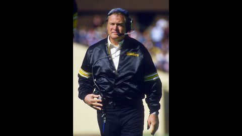 "Former Pittsburgh Steelers head coach <a href=""http://www.cnn.com/2014/06/14/us/chuck-noll-dead/"">Chuck Noll</a> died June 13.  He had suffered from Alzheimer's and heart disease. He was 82."