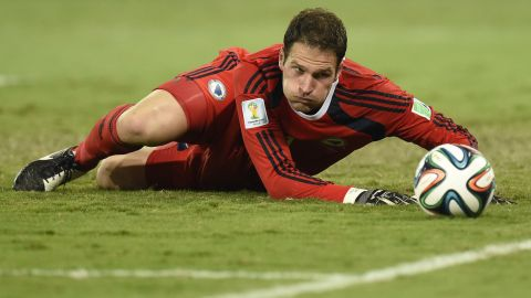 Chelsea confirm the signing of Bosnian goalkeeper Asmir Begovic from Stoke City on a four-year-deal. The 28-year-old will take the No. 1 shirt vacated by Petr Cech.