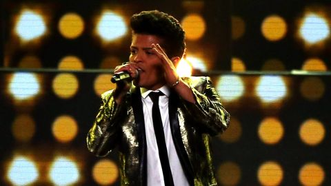 """Musician Bruno Mars gave his stamp of approval to a high school's choreography to his hit, """"Uptown Funk."""""""