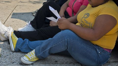 A woman with obesity sits on the sidewalk in Mexico City on May 20, 2013. Obesity among Mexicans soared from 9.5% in 1988 to 32% in 2012 and if overweight is included, up to 70%. The Mexicans also contribute with 22,000 out of the 180,000 people who die annually in the world from conditions related to the intake of sweet drinks, a figure that doubles the 10,000 deaths caused by the organized crime in the country.