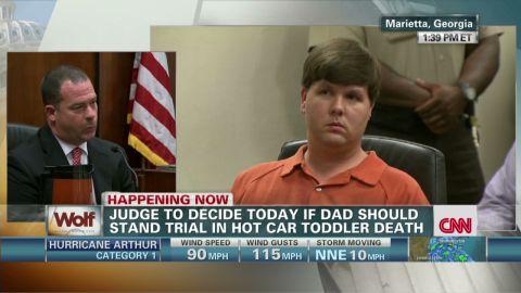 wolf hot car toddler hearing phone calls_00000519.jpg