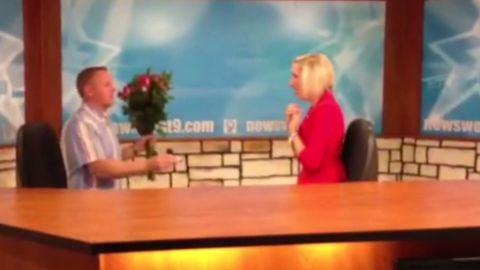 vo news anchor surprise proposal_00005212.jpg