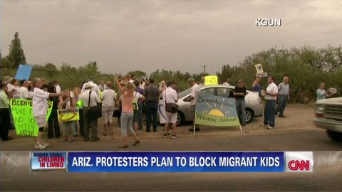 nr kgun thomas keaton costello arizona immigration  protesters block migrant kids_00001909.jpg